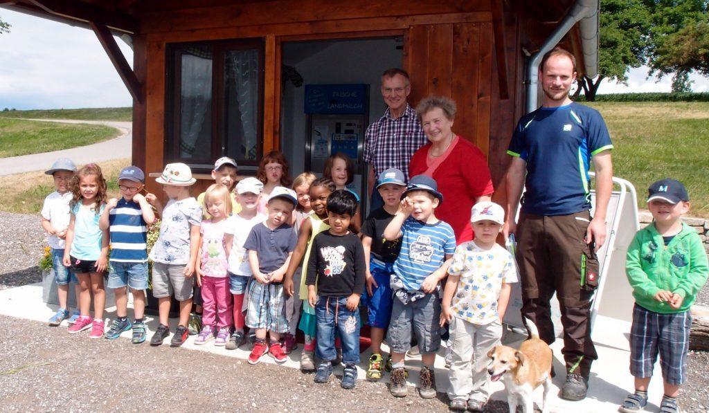 Kindergarten Besuch Wegmann Milchtankstelle