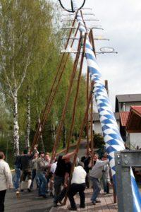 Maibaumaufstellen Gebensbach 2009